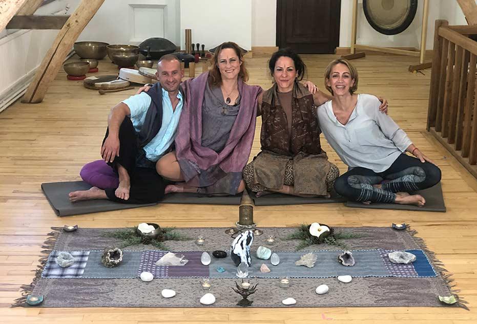 Céline Miconnet et son equipe de co formateur des formations de yoga à distance à 100% en ligne e-learning