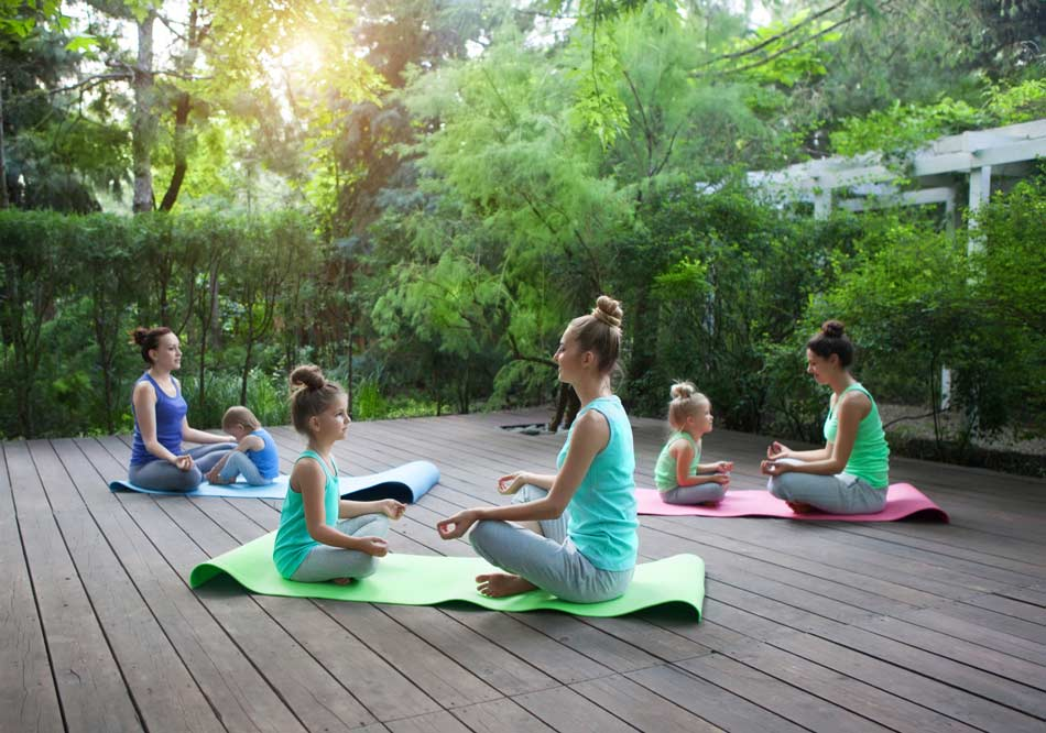 Formation-yoga-enfant-bebe-ados-jeunes-publics-en-ligne-à-distance