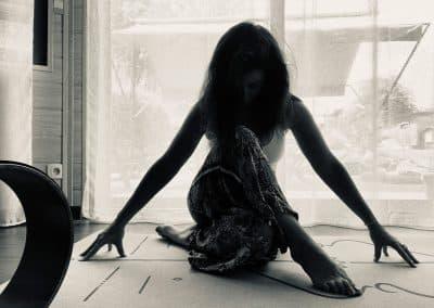 cindy chafoval professeur de yoga pré et post natal femme enceinte en vendée 85
