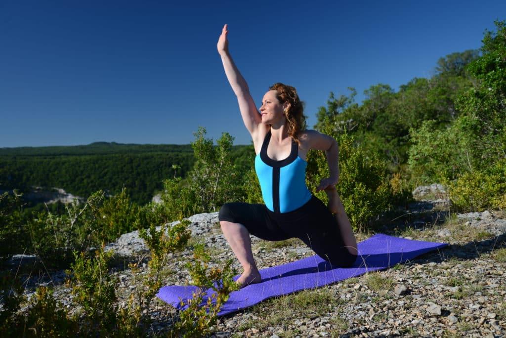 formation yoga intermédiaire et avancé - Céline Miconnet posture de yoga dans la montagne yoga
