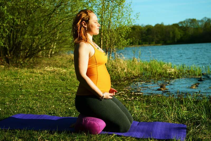 formation yoga prénatal postnatal intensive - devenir prof de yoga pour femmes enceintes