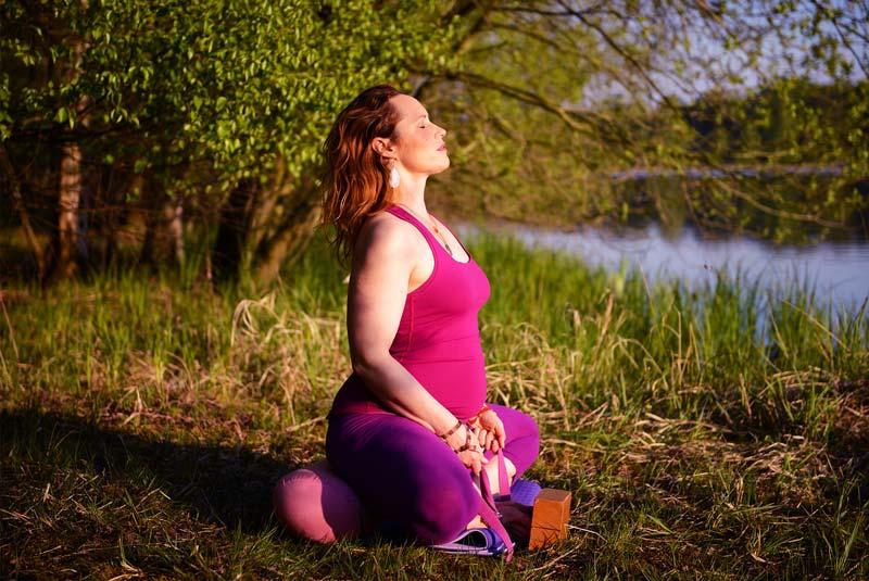 formation yoga prenatal et post natal intensive - devenir professeur de yoga pour femmes enceintes