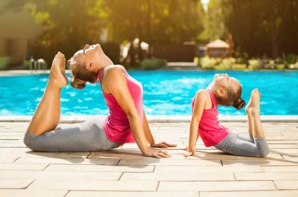formation yoga enfant-posture de yoga enfant parent-posture yoga mere fille