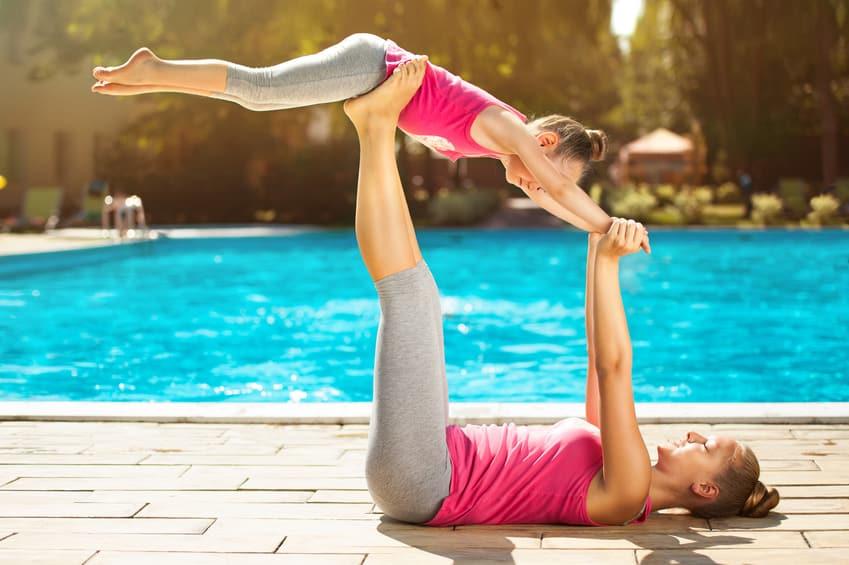 formation-yoga-enfant-devenir-professeur-de-yoga-pour-enfants-posture yoga maman et enfant