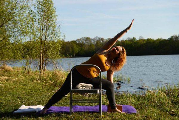 formation-yoga-prenatal-postnatal-devenir-professeur-yoga-femme-enceinte-Uttthita-Parsvakonasana