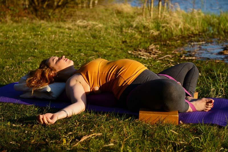 Formation yoga prénatal et postnatal certifiée Yoga Alliance RYPT 85h pour devenir professeur de yoga pour femmes enceintes